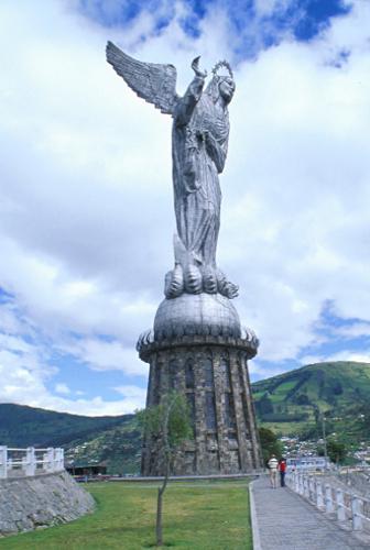 Jungfrau Maria über die Erde